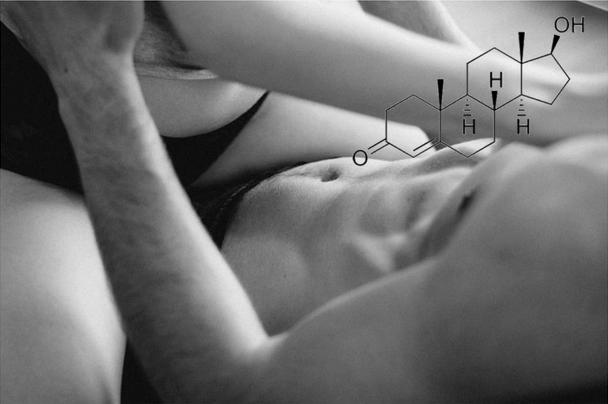 Голые мужчина и женщина в кровати
