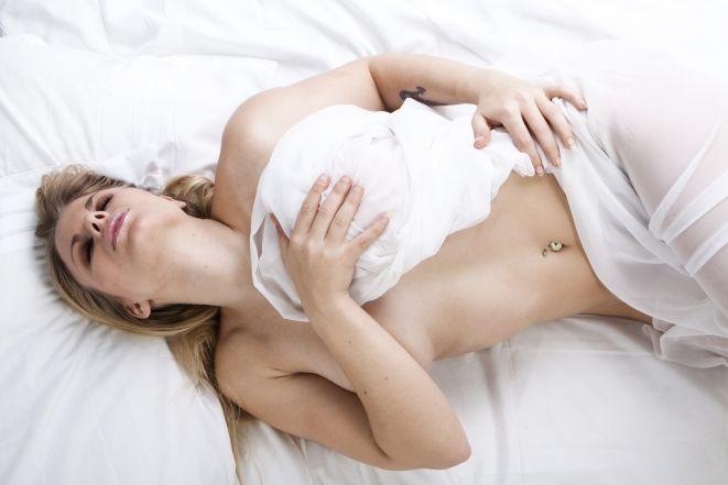 Женщина после оргазма и секса