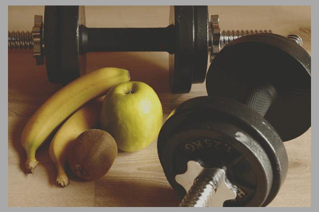 Банан, яблоко, гантеля