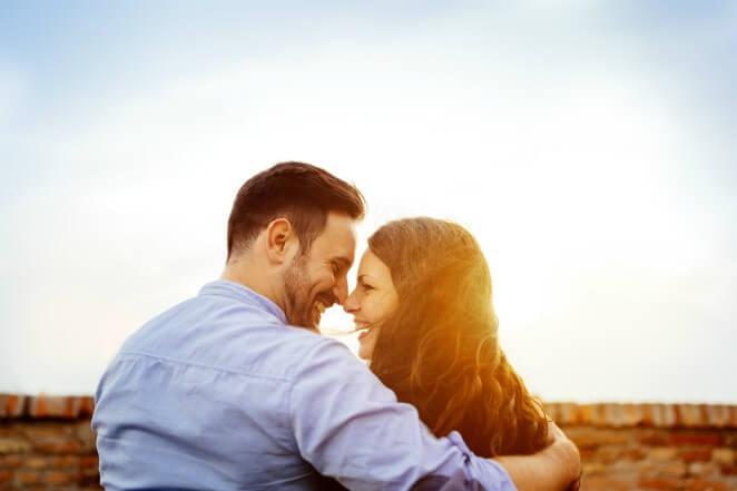 Счастливые влюбленные люди