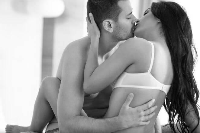 Влюбленные занимаются сексом