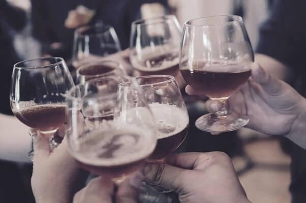 Алкоголь в шумной компании
