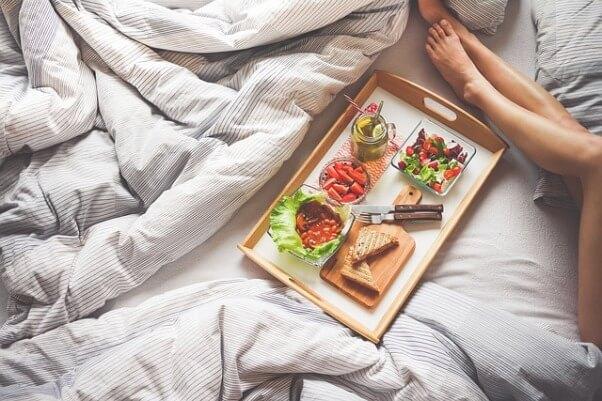 Романтический вечер в спальне
