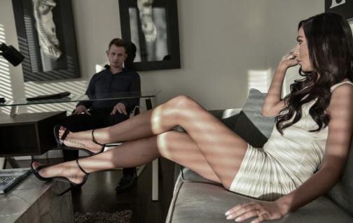 Девушка с красивыми ногами