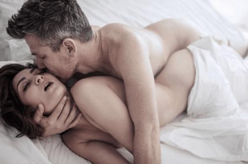 Поза ложечки, секс м ужчиной знака зодиака Водолей