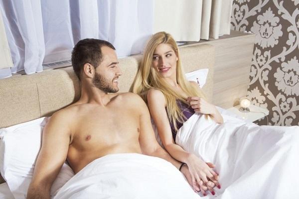 Пара в постеле